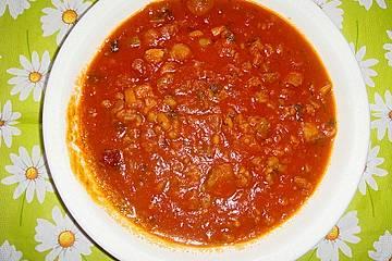 Scharfe Tomatensuppe mit weißen Bohnen