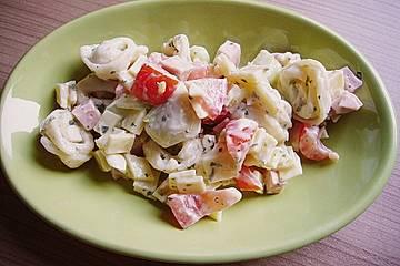 Tortellini - Salat mit Joghurtsoße