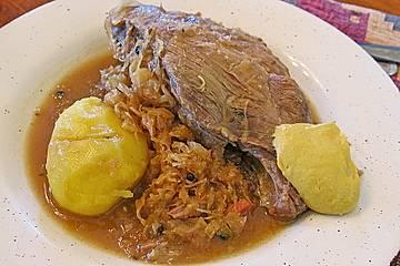 Schälrippchen / Spareribs auf Sauerkraut