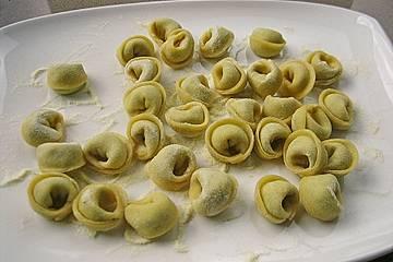 Selbstgemachte Kräuter - Ricotta - Tortellini