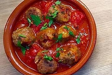 Albondigas in Tomatensauce