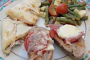 Gegrilltes Saltimbocca von der Scholle mit mediterranem Bohnensalat