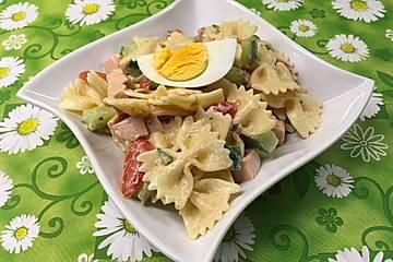 Party - Nudelsalat mit Fleischwurst, Gurke und Tomaten