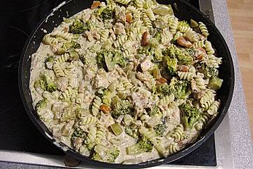 Nudel - Lachs - Brokkoli - Pfanne