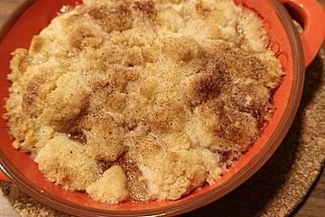 Apfel Crumble mit Vanilleeis