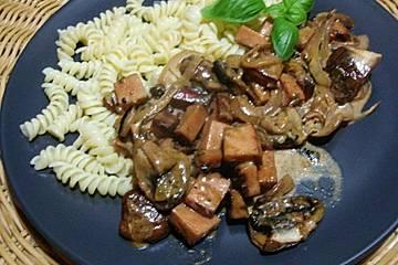 Leberkäs mit Champignon - Zwiebel - Sahne - Soße