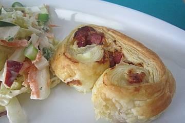 Blätterteigschnecken mit Salami und Frischkäse