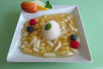 Apfel - Melonen - Suppe mit Beeren und Zitroneneis