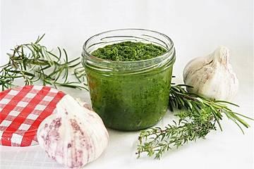 Grüne Knoblauchpaste