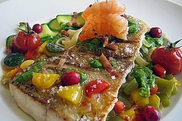 Hechtfilet auf Tagliatelle mit Kopfsalatpesto und mediterranem Gemüse