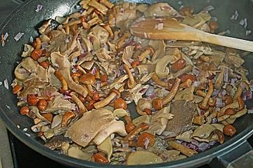 Spätzle mit Pilz - Käse - Sauce