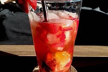 Erdbeer Caipirinha mit Limette und Cachaça