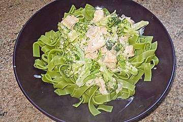 Tagliatelle in  Lachs - Sahne - Brokkoli - Soße