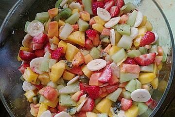 Exotischer Obstsalat mit Limetten - Joghurt