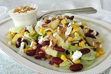 Bohnen - Mais - Salat mit Feta und Ananas