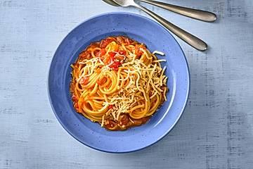 Knoblauch-Spaghetti mit Lauch und Tomate