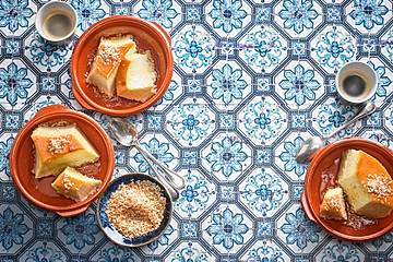 Portugiesischer Milchpudding mit Kokos