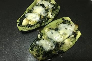Zucchini mit Ziegenkäse - Spinat - Füllung
