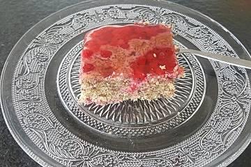 Mohnkuchen mit Johannisbeeren