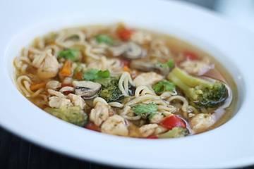Asiatische Suppe mit Mie Nudeln
