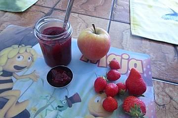 Erdbeere - Holunderblüten - Apfel Marmelade