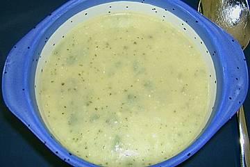 Kartoffel - Zucchinisuppe mit Salbei
