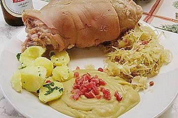 Berliner Eisbein mit Sauerkraut und Erbspüree