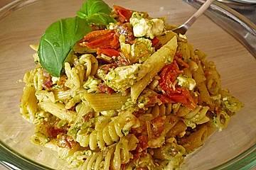 Basilikum - Sesam - Pasta mit Feta