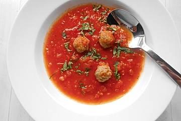 Tomatensuppe mit Fleischklösschen
