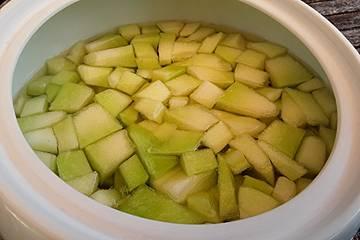 Erfrischende Melonenbowle