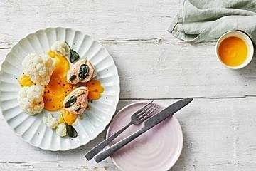 Blumenkohlröschen in Karottensoße