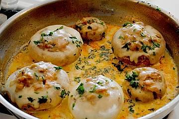 Illes leicht gefüllte Champignonköpfe auf Ofenkartoffeln