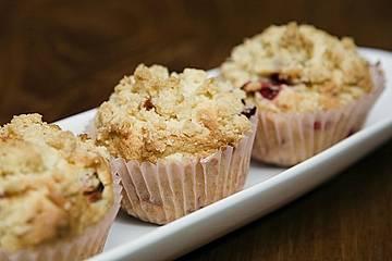 Erdbeer - Muffins mit Rhabarberfüllung