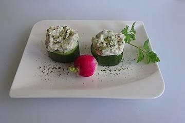 Gurken gefüllt mit Frischkäsemischung