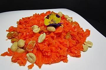 Karottensalat mit Erdnüssen